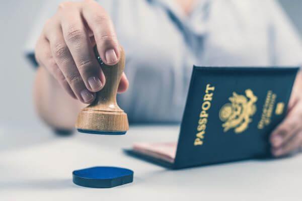 Preguntas de inmigración a un turista en la entrada por el aeropuerto