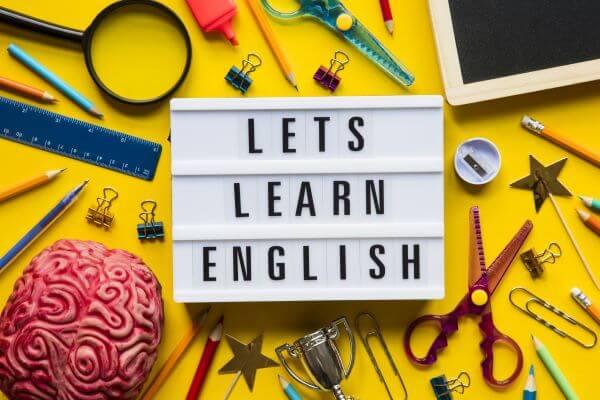 Habilidades en el idioma inglés, otro requisito de la ley de carga pública