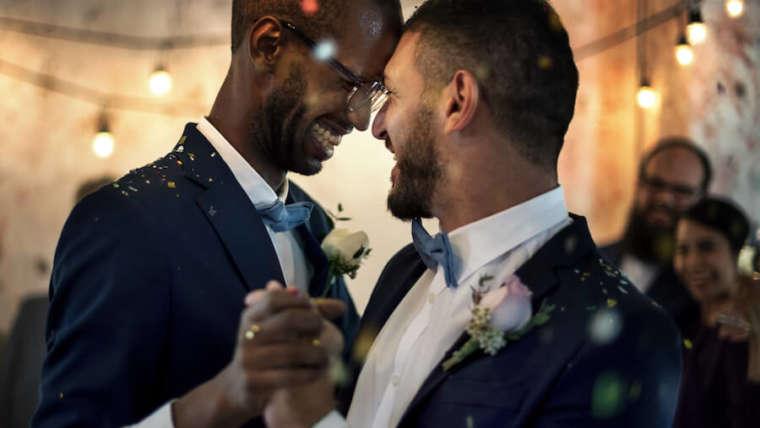 Residencias para parejas gay a través de su cónyuge