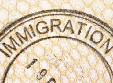 USCIS otorga extensiones de permiso de estadía en el país.